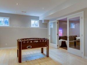 休息室实木双开玻璃门装修效果图   白色实木玻璃门图片