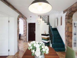 美式乡村风格客厅钢木门效果图 棕红色钢木门图片