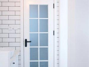 白色卫浴门装修效果图 卫浴玻璃门图片