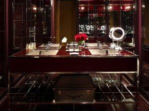 纽约酒店浴室落地玻璃门图片 落地铝合金门窗图片
