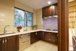 中式铝合金推拉窗图片 银白色厨房铝合金门窗图片大全