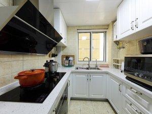 白色铝合金门窗图片 厨房推拉式铝合金窗图片