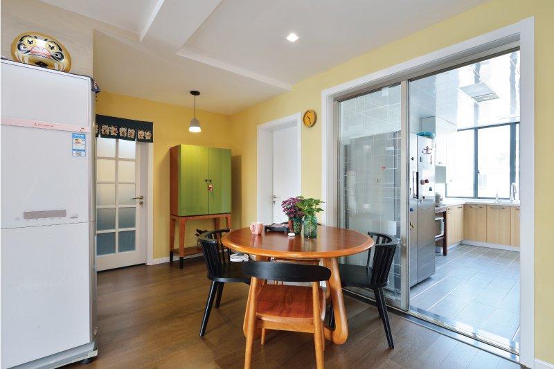 ?通透电泳铝合金门图片 餐厅银白色铝合金门窗图片